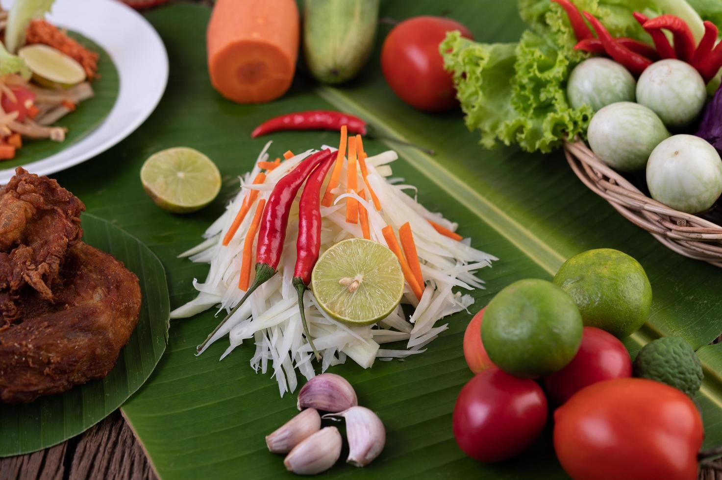frische Zutaten für Papayasalat foto