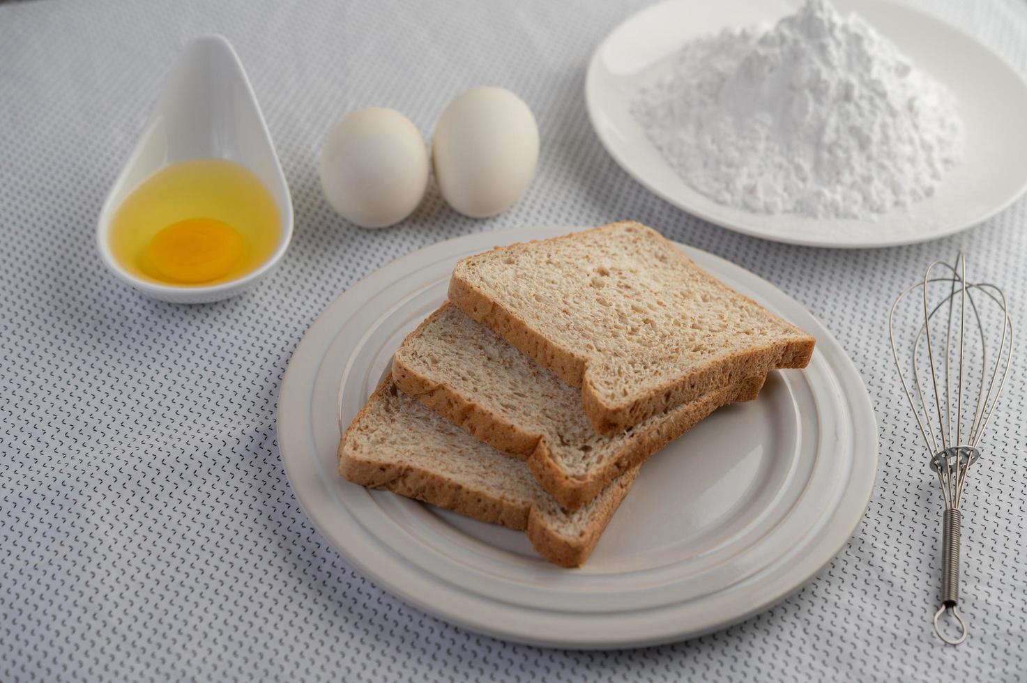 Zutaten für Eier und Tapiokamehl foto