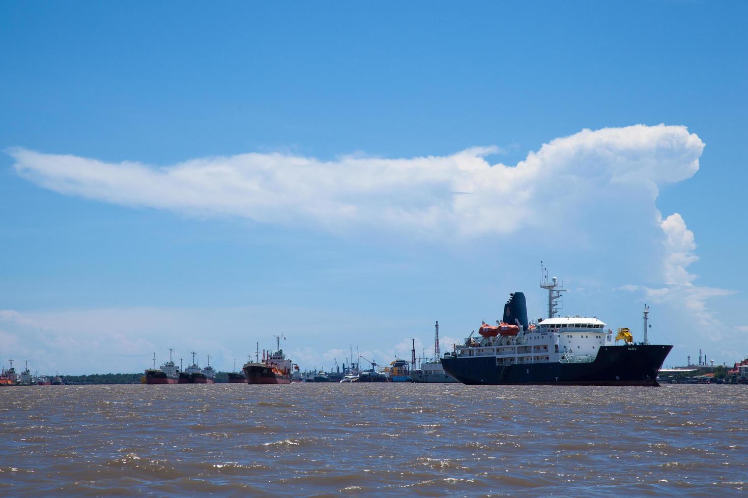 großes Frachtschiff foto