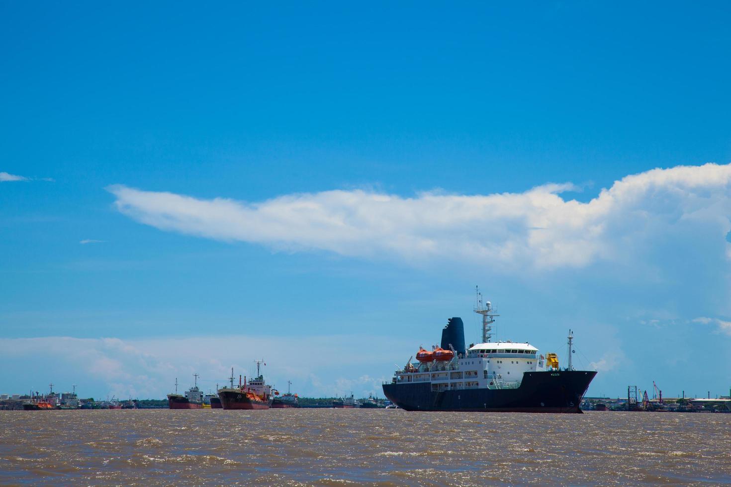 großes Frachtschiff. foto