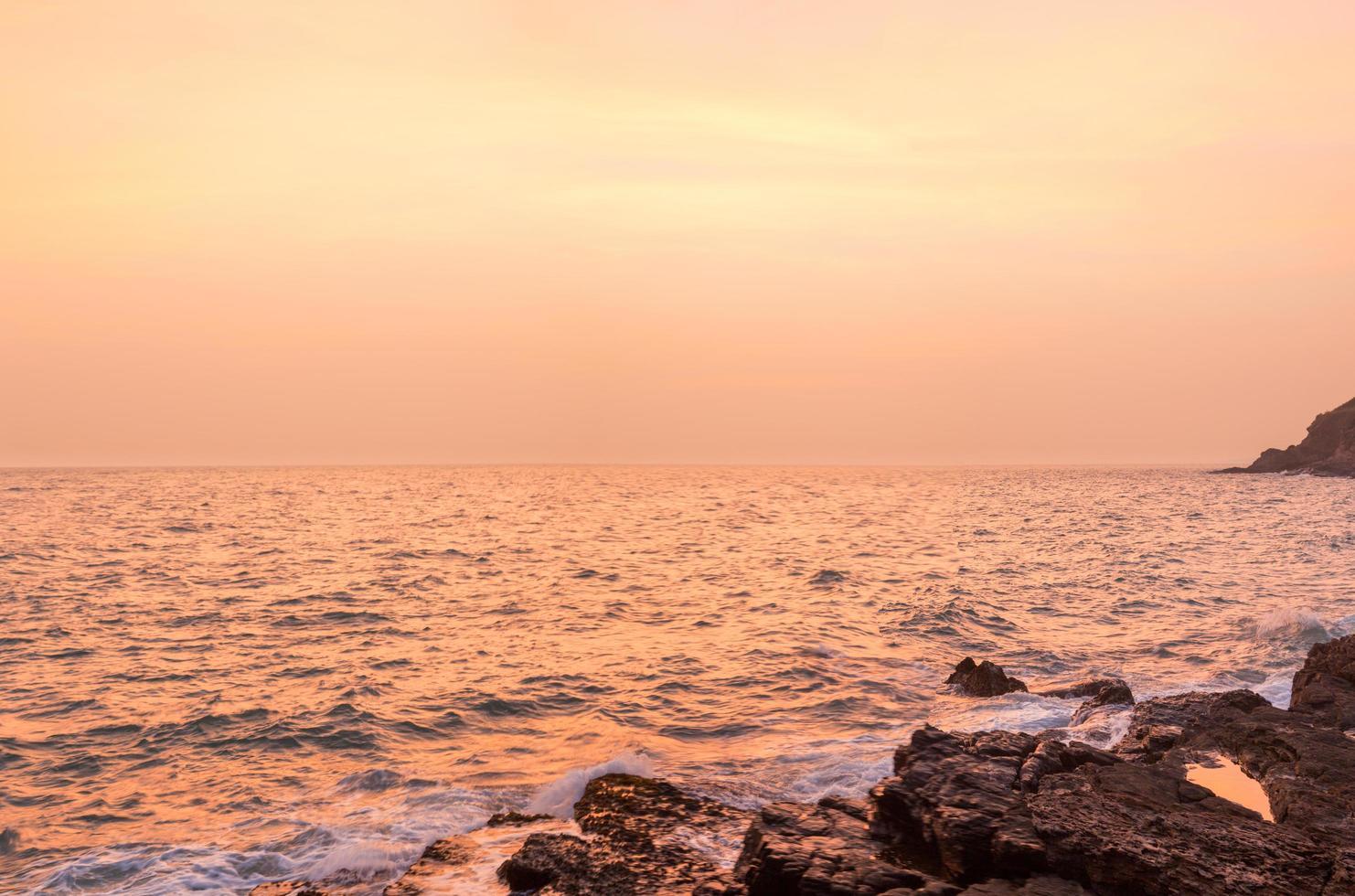 das Meer bei Sonnenuntergang foto