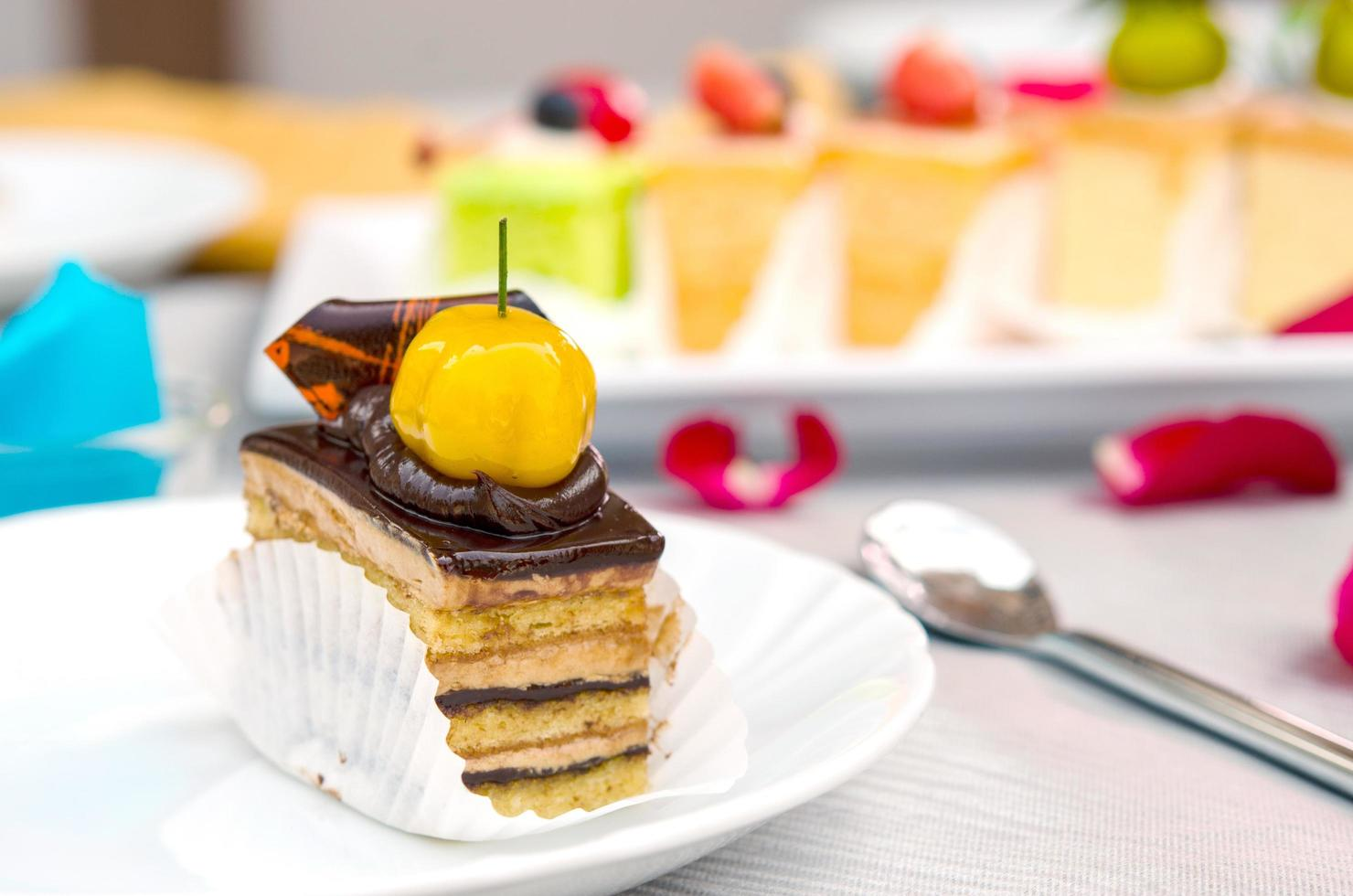 geschichteter Schokoladenkuchen foto