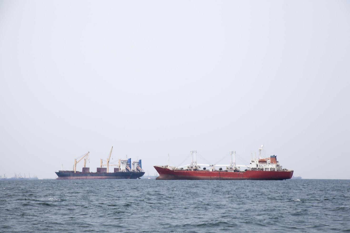 große Frachtschiffe auf dem Meer foto