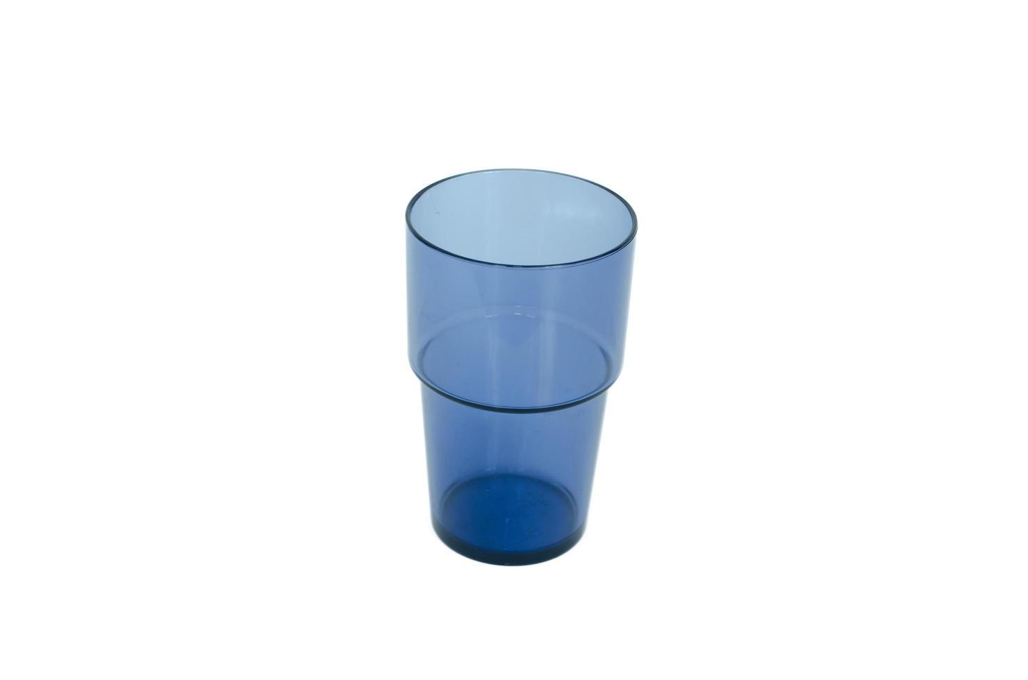 blaues Glas auf weißem Hintergrund foto