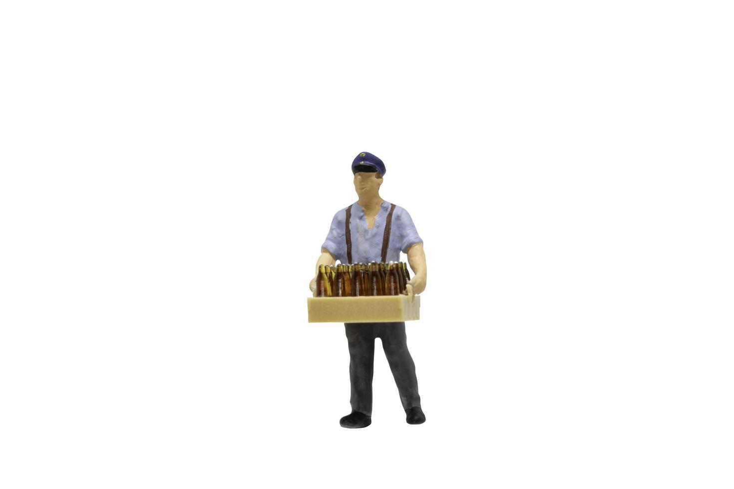 Miniaturfigur Arbeiter lokalisiert auf weißem Hintergrund foto