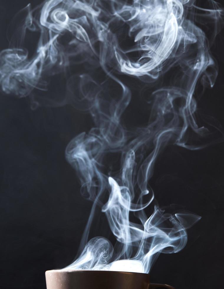 Dampf auf schwarzem Hintergrund foto