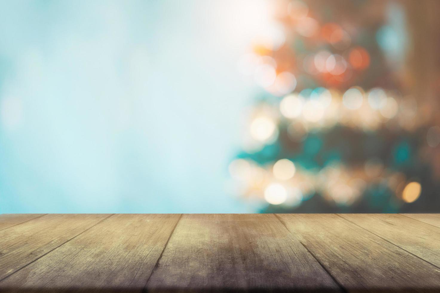 Weihnachtsbokeh und Tisch foto