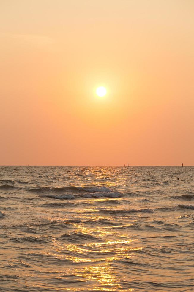 Sonnenaufgang am Meer foto