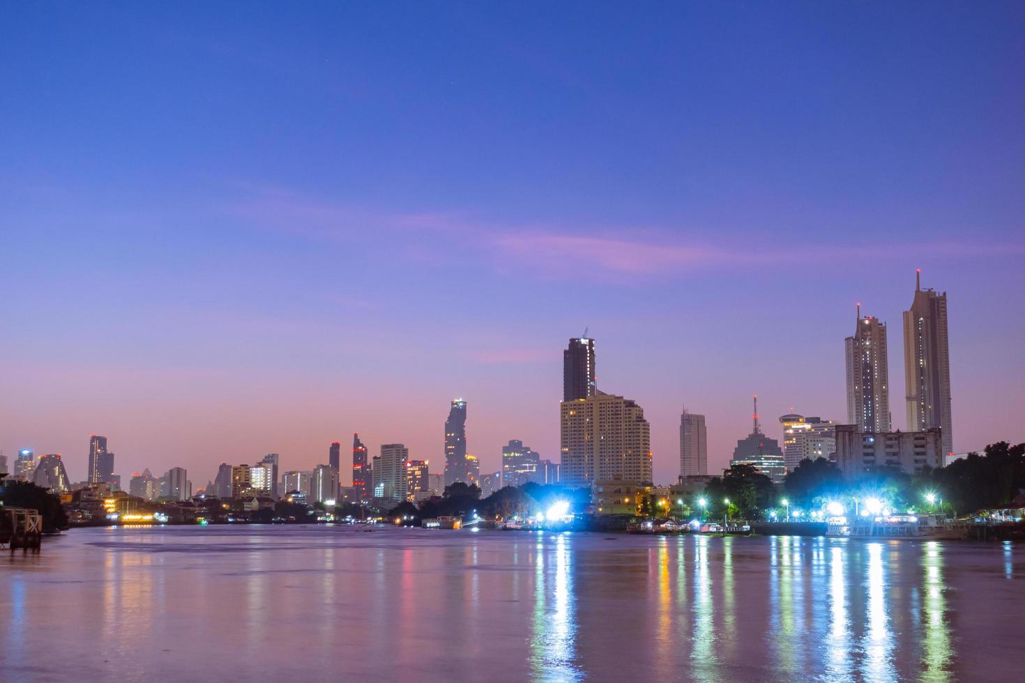 Gebäude und Wolkenkratzer in Bangkok foto
