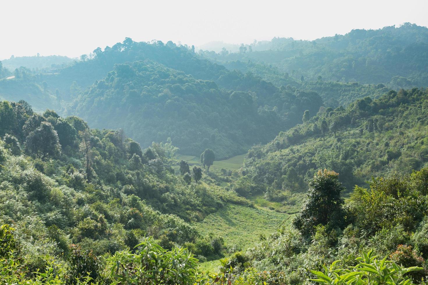 Himmel, Wald und Berge in Thailand foto