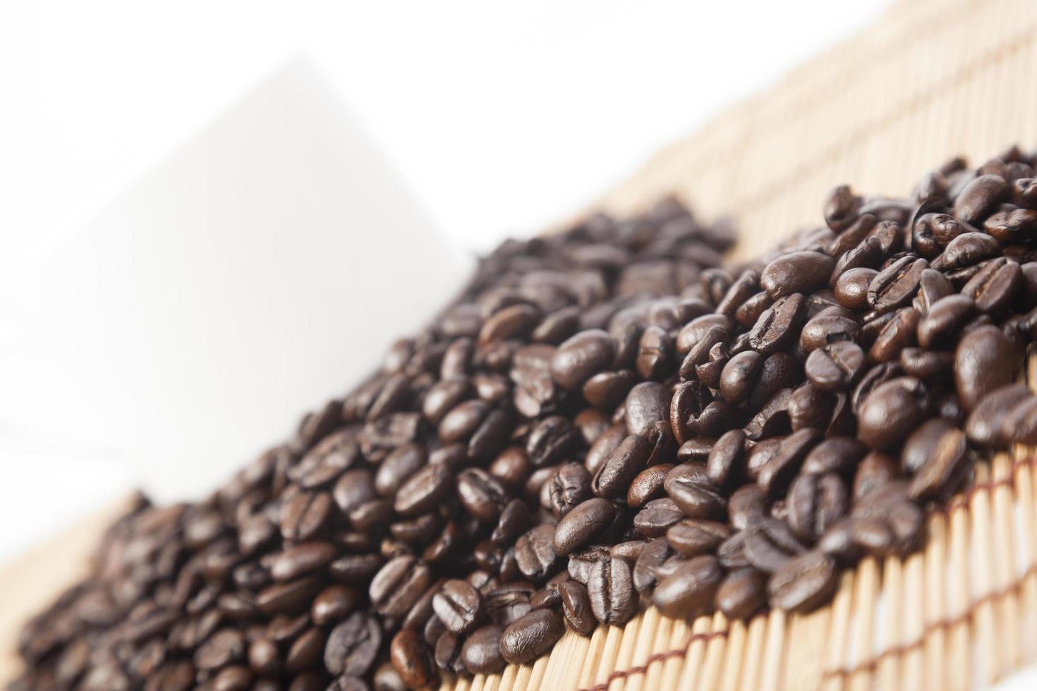 Kaffeebohnen auf dem Tisch foto