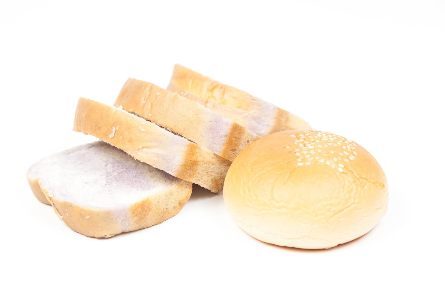 Brotscheiben lokalisiert auf weißem Hintergrund foto