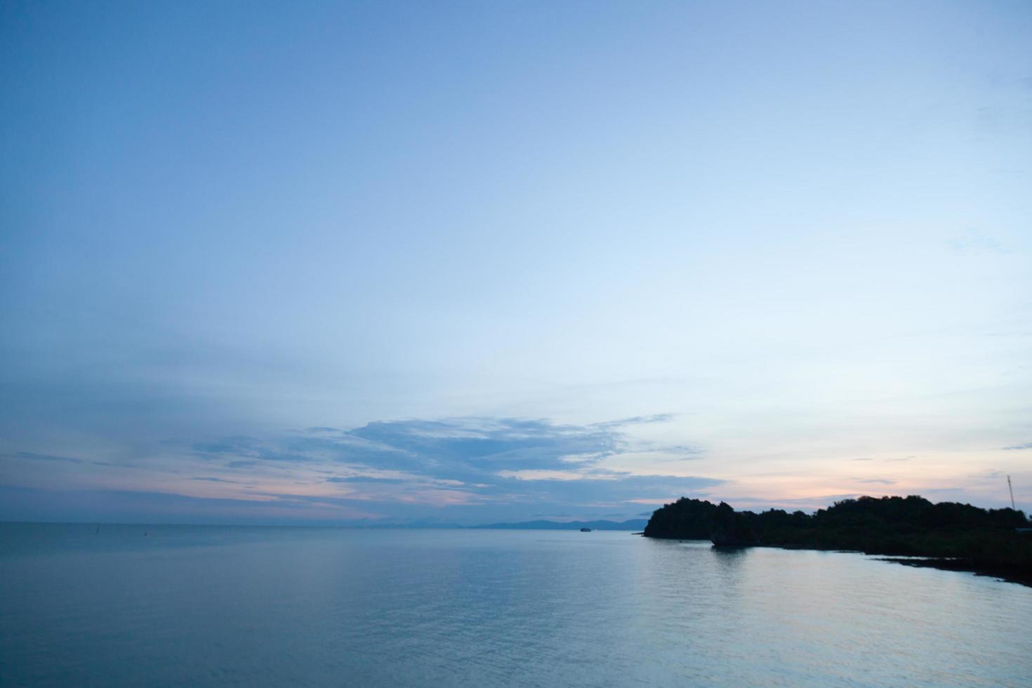Küste im Morgengrauen foto