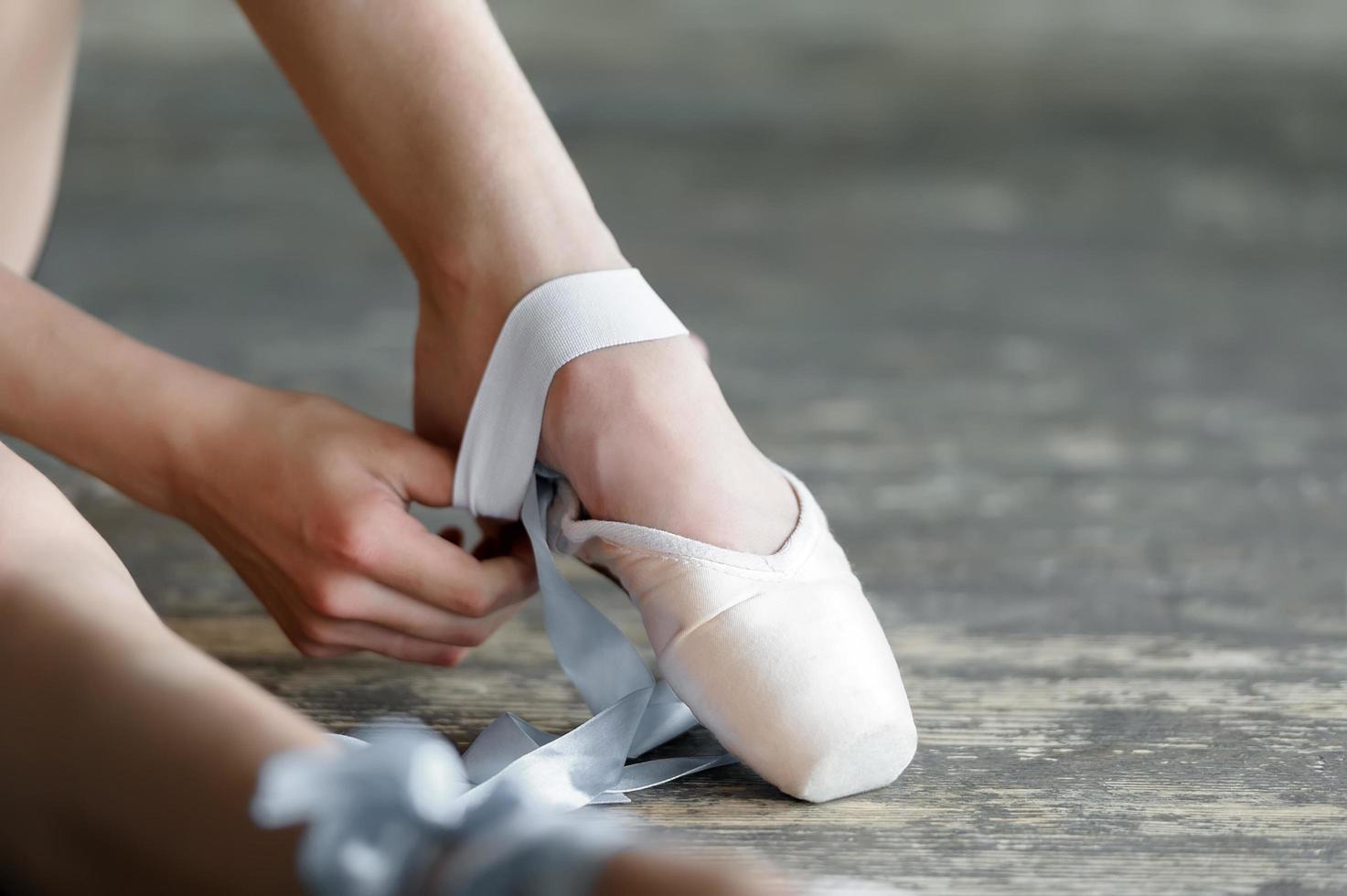 Ballerina Schuhe ausziehen foto