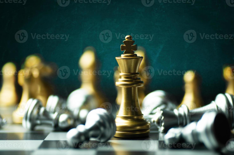 goldene König Schachfigur foto