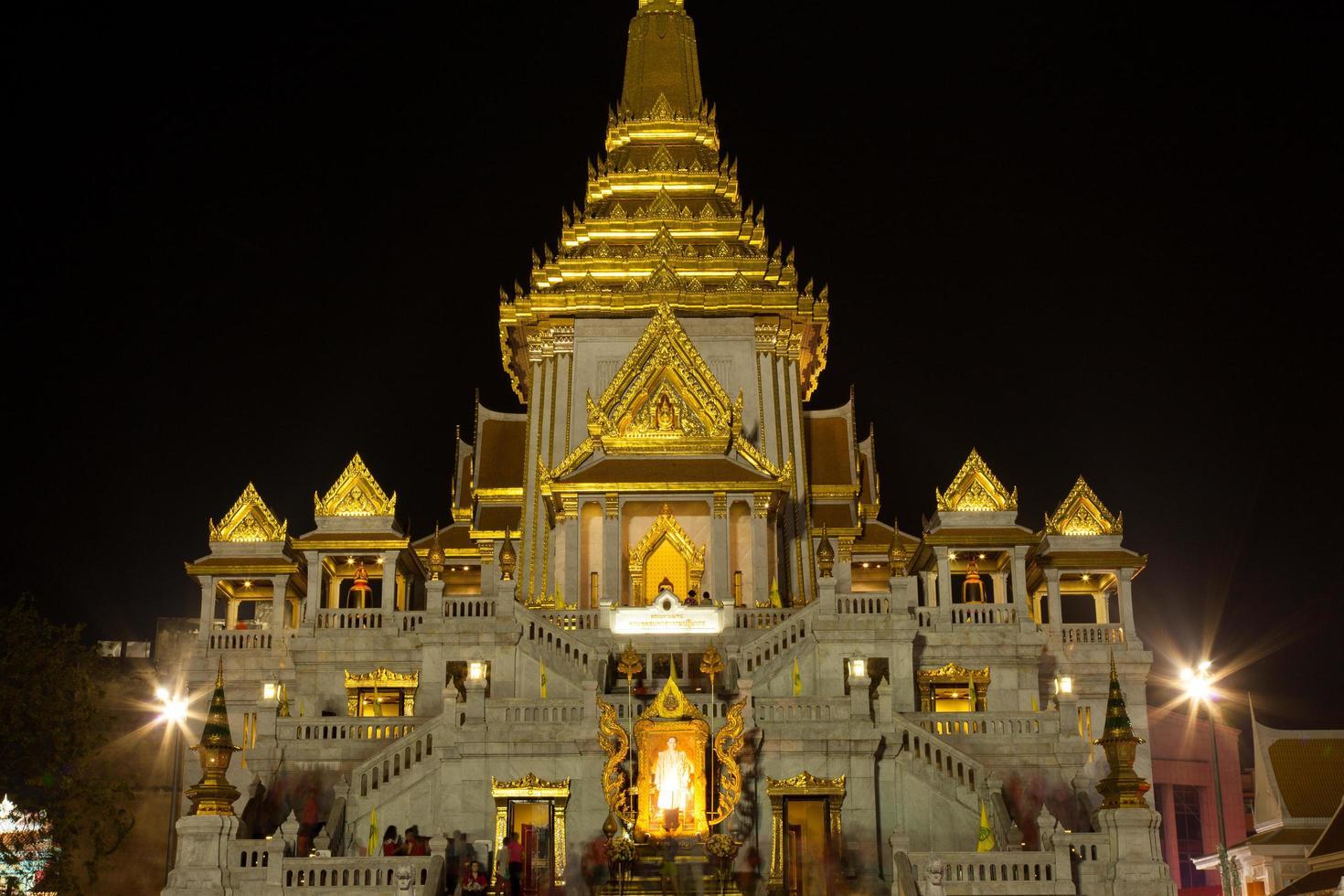 goldener buddha tempel in thailand foto