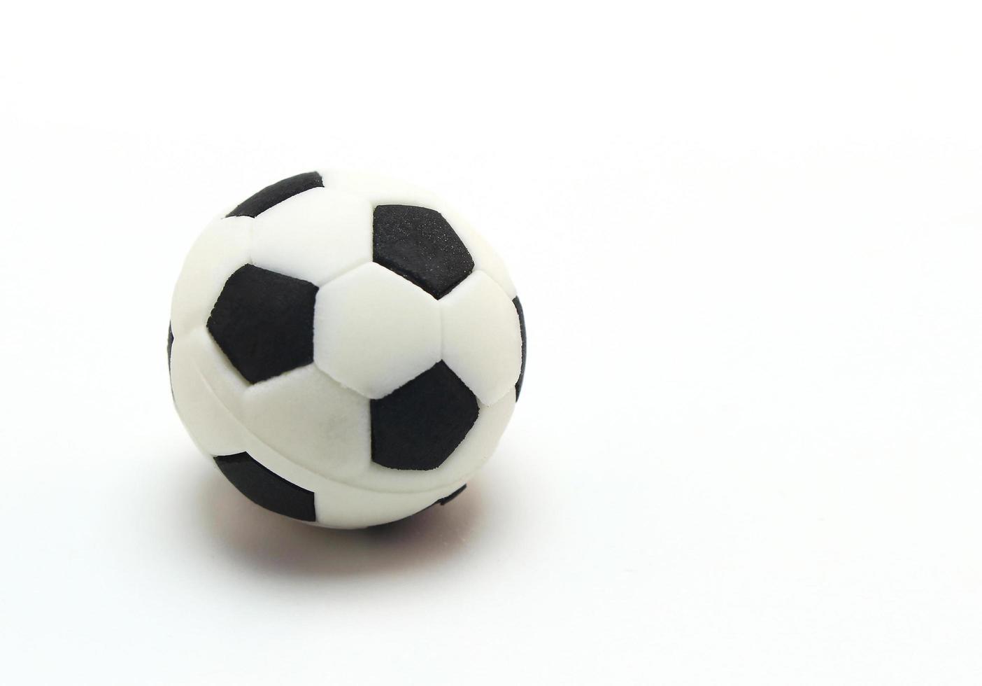 Fußball auf weißem Hintergrund foto