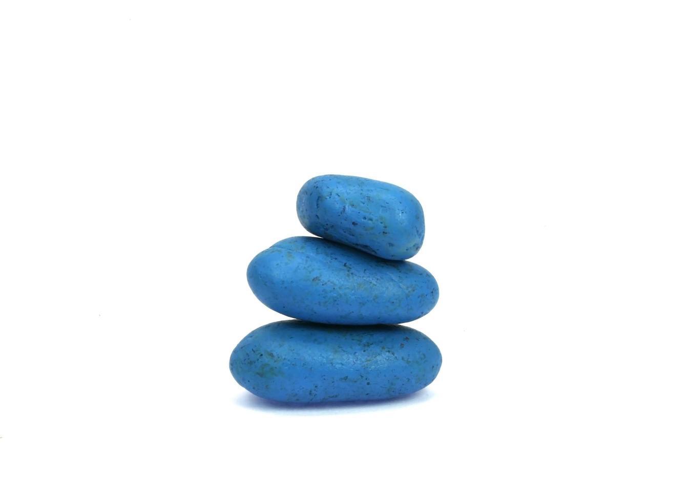 blaue Steine auf Weiß foto