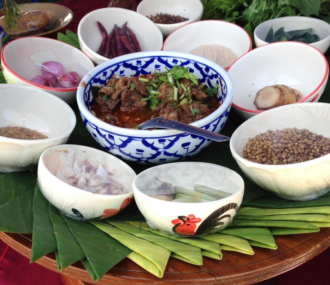 thailändisches Essen in Schalen foto