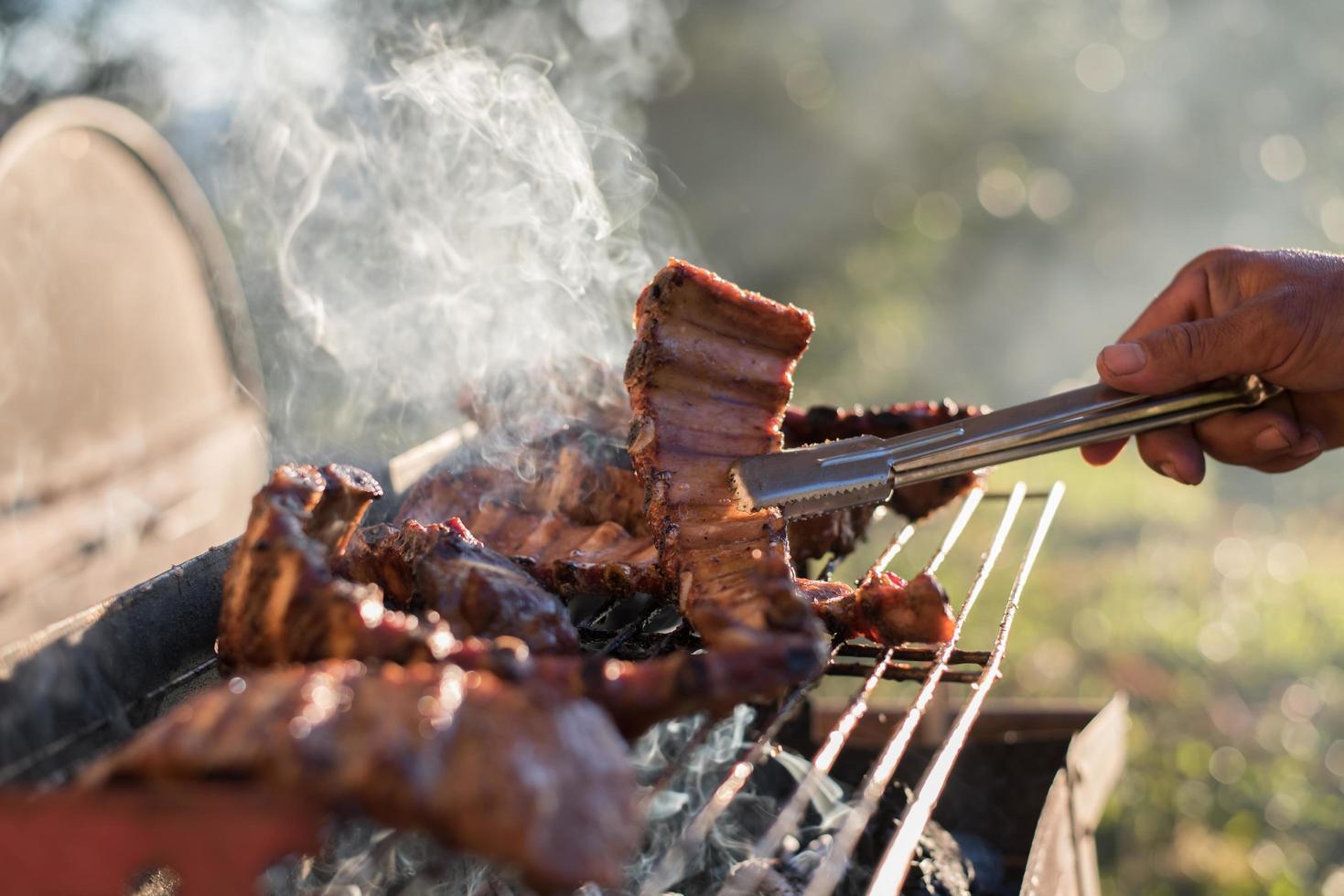 Lammkoteletts auf dem Grill foto
