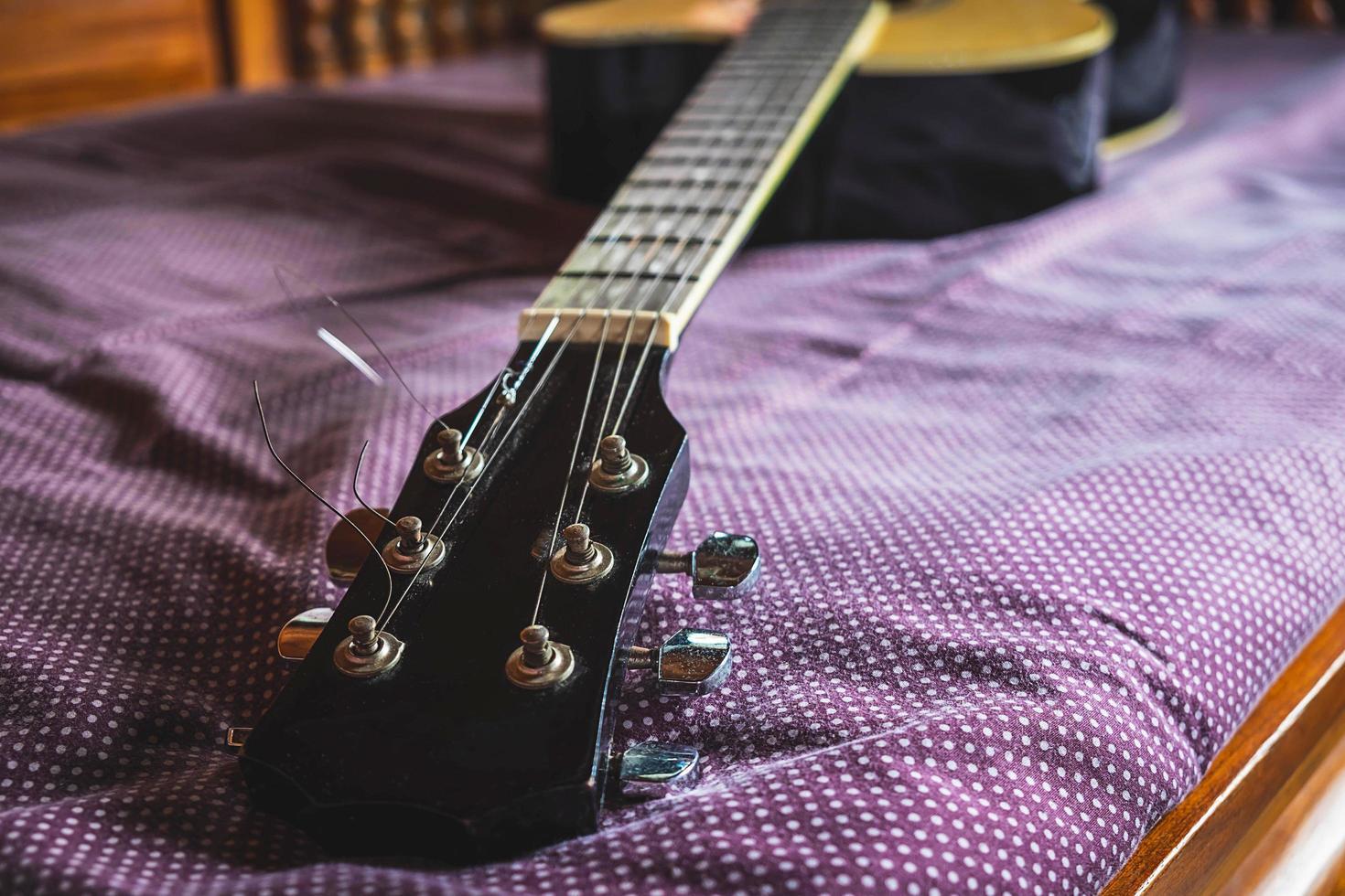 Nahaufnahme eines Gitarrenhalses foto