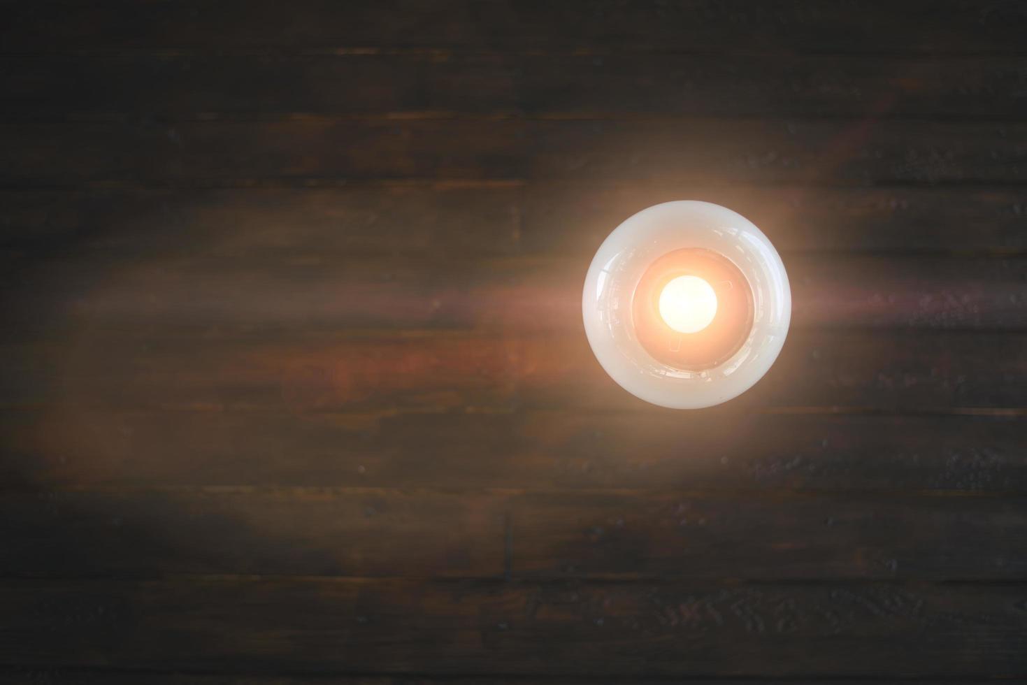 beleuchtetes Licht an der Decke foto