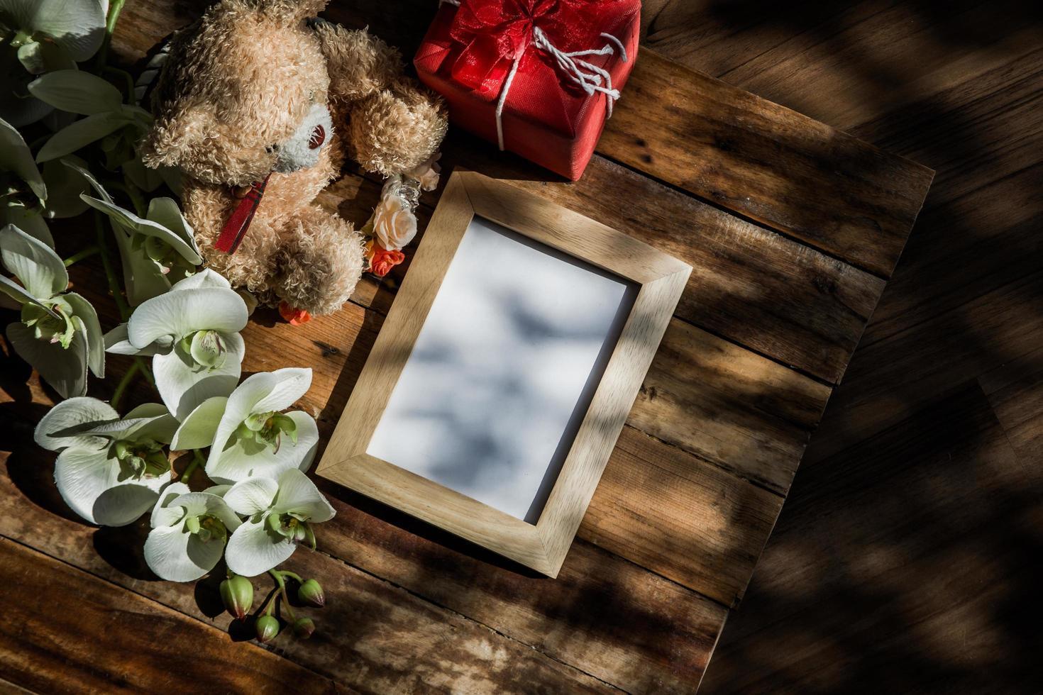Draufsicht des Fotorahmens mit Baumschatten foto