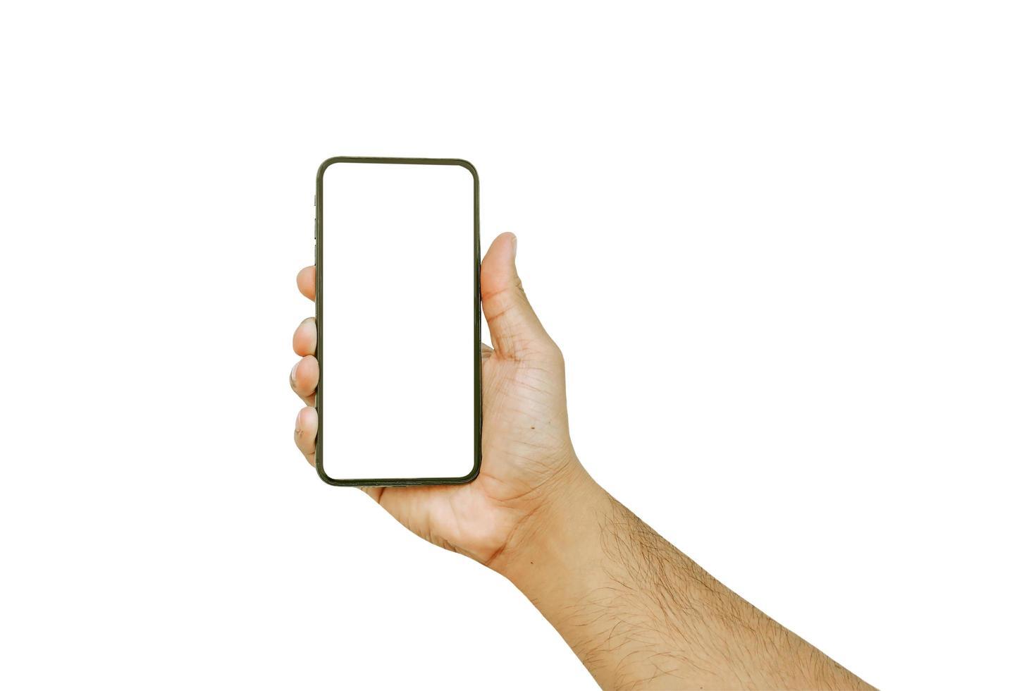 Mannhand, die einen weißen Bildschirm des Handys lokalisiert auf weißem Hintergrund mit Beschneidungspfad hält foto