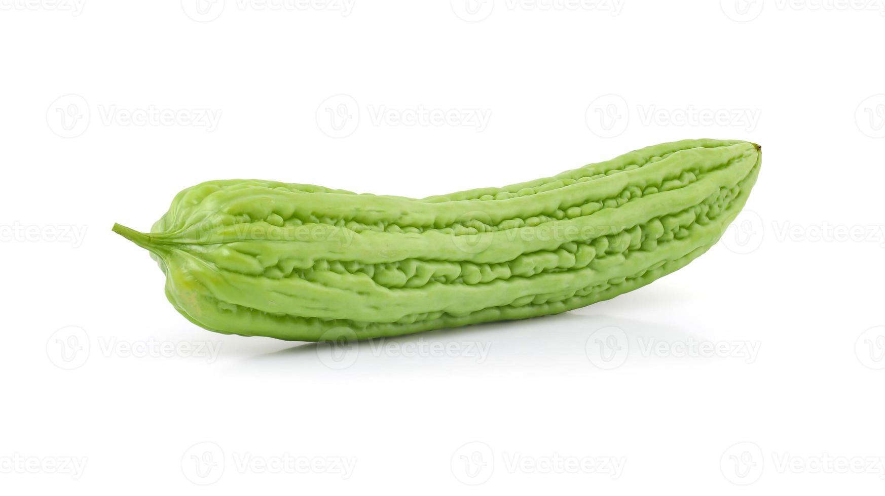 bittere Melone auf weißem Hintergrund foto