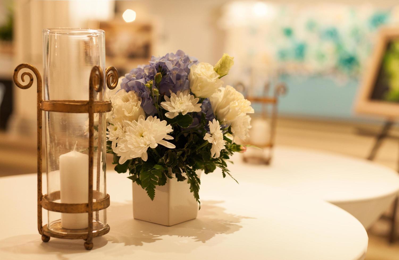 Kerze auf dem Tisch foto