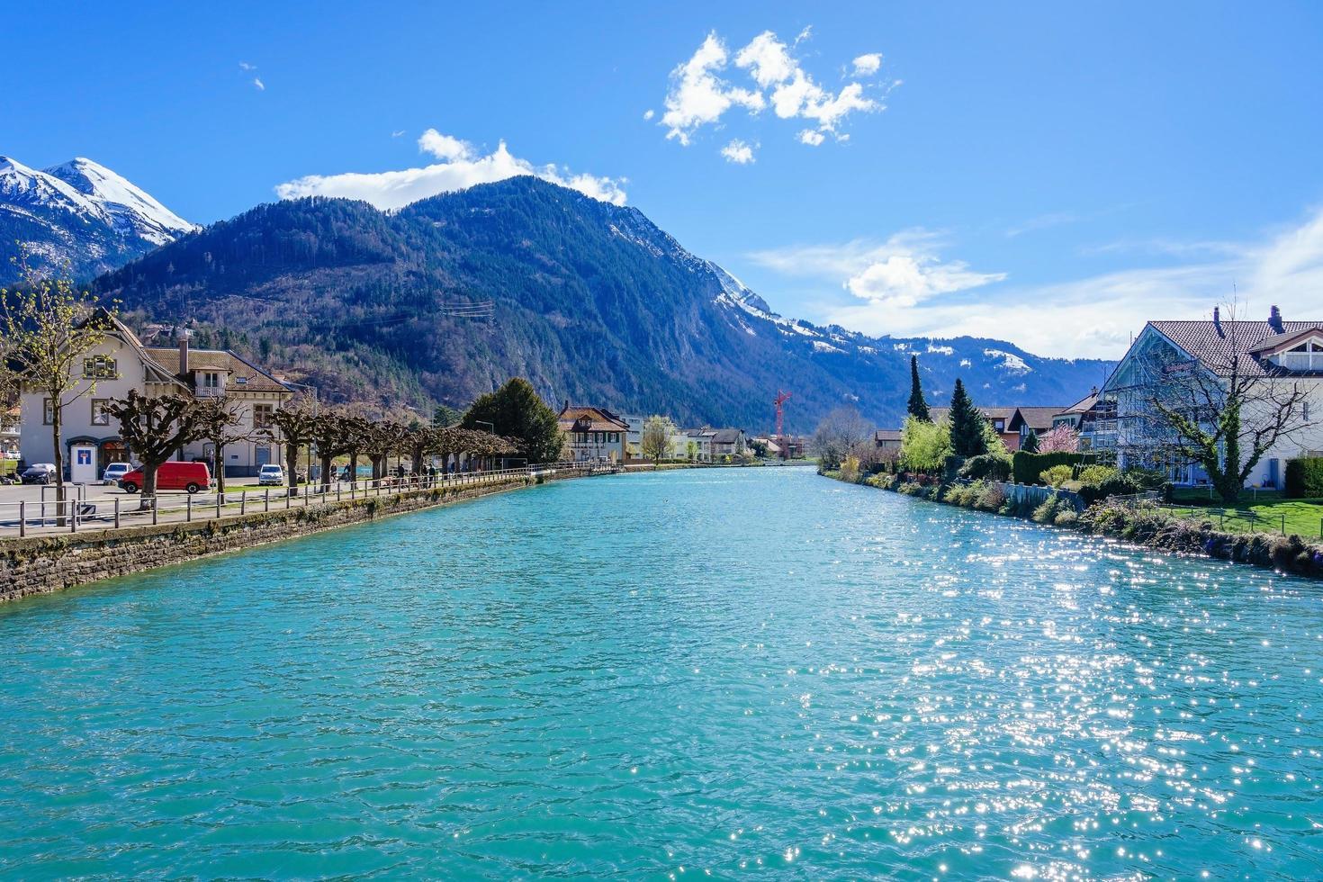 Altstadt und interlaken Seekanal, Schweiz foto