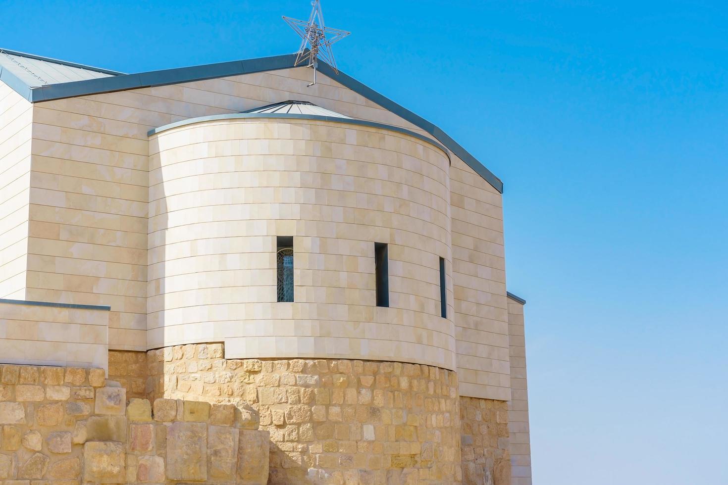 die gedenkkirche von moses am berg nebo in jordanien foto