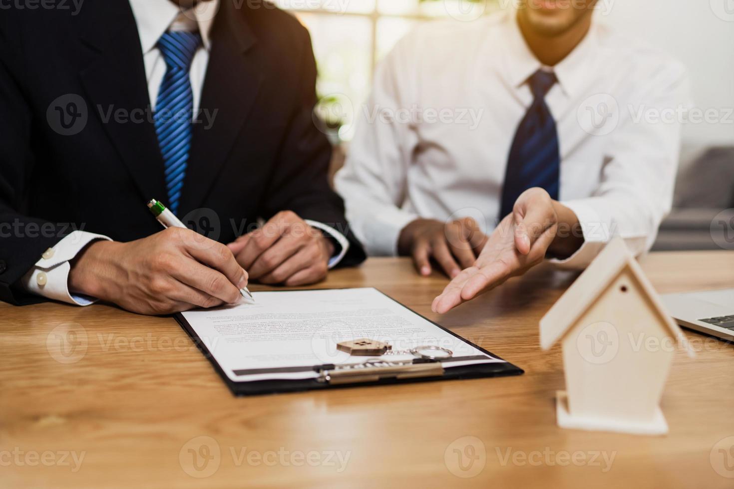 Immobilien-Meeting-Konzept foto