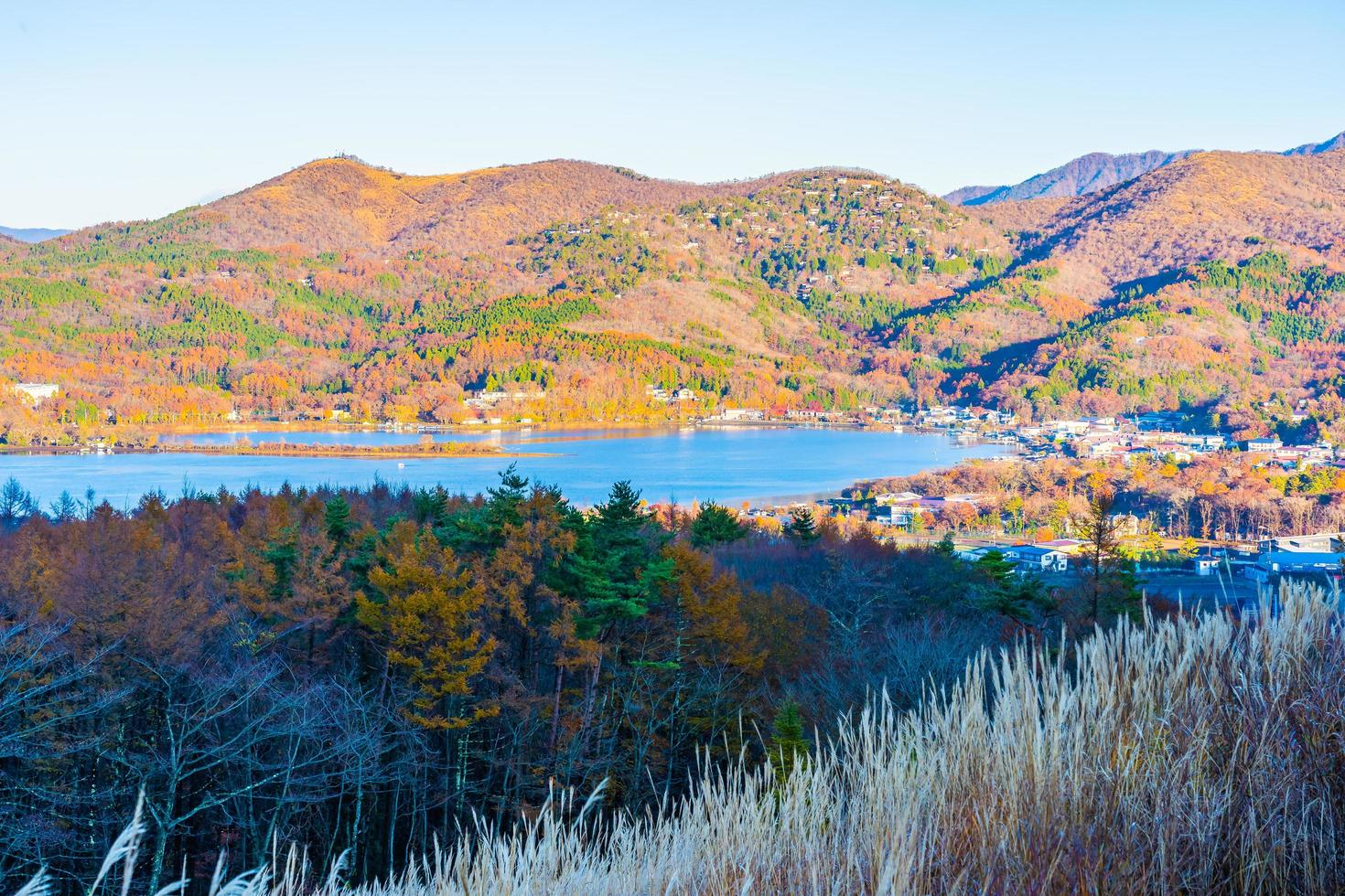 schöne Landschaft am See Yamanakako, Japan foto