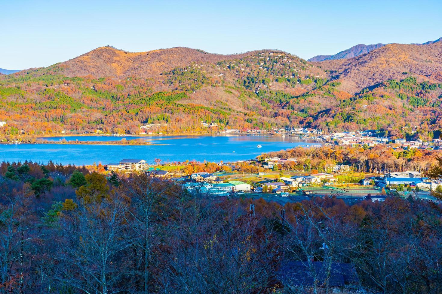 schöne Landschaft um See Yamanakako, Japan foto