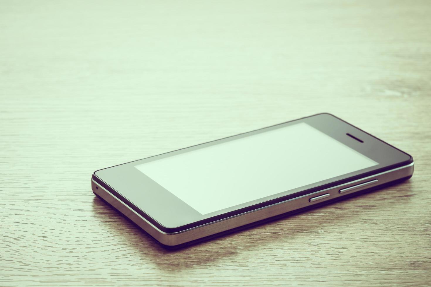 Smartphone auf hölzernem Hintergrund foto