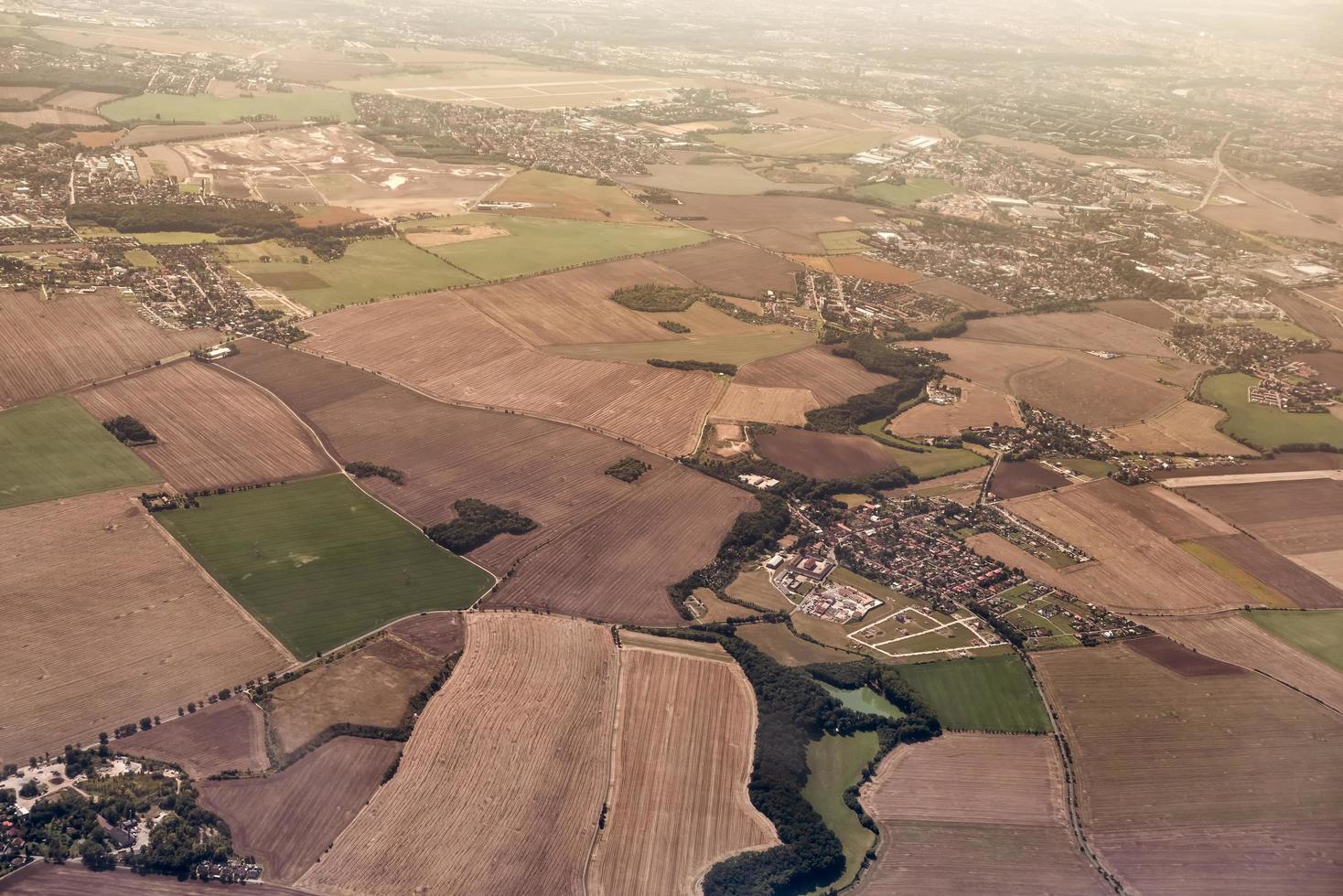Luftaufnahme von landwirtschaftlichen Feldern foto