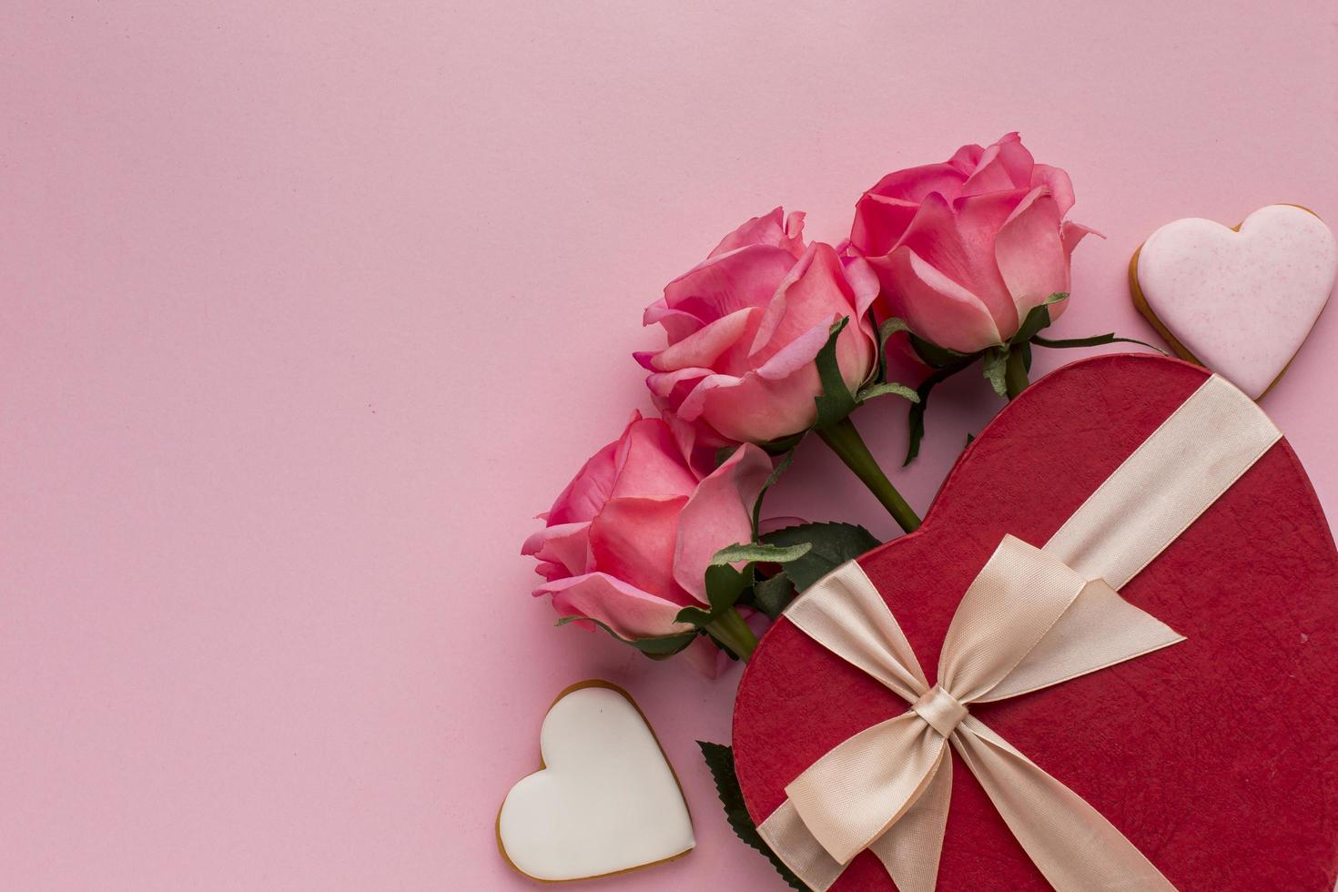 Pralinen und Rosen foto