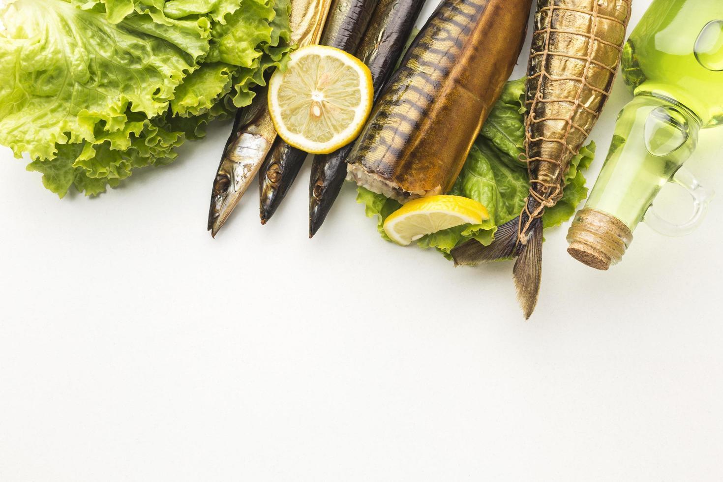 geräucherter Fisch und andere Zutaten foto