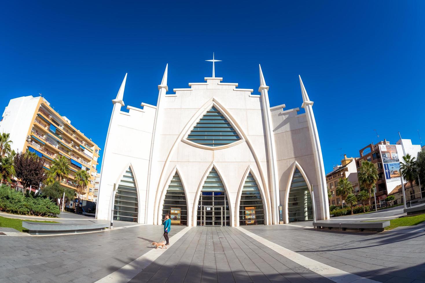 torrevieja, spanien 2017-- iglesia del sagrado corazon de jesus, plaza de oriente foto