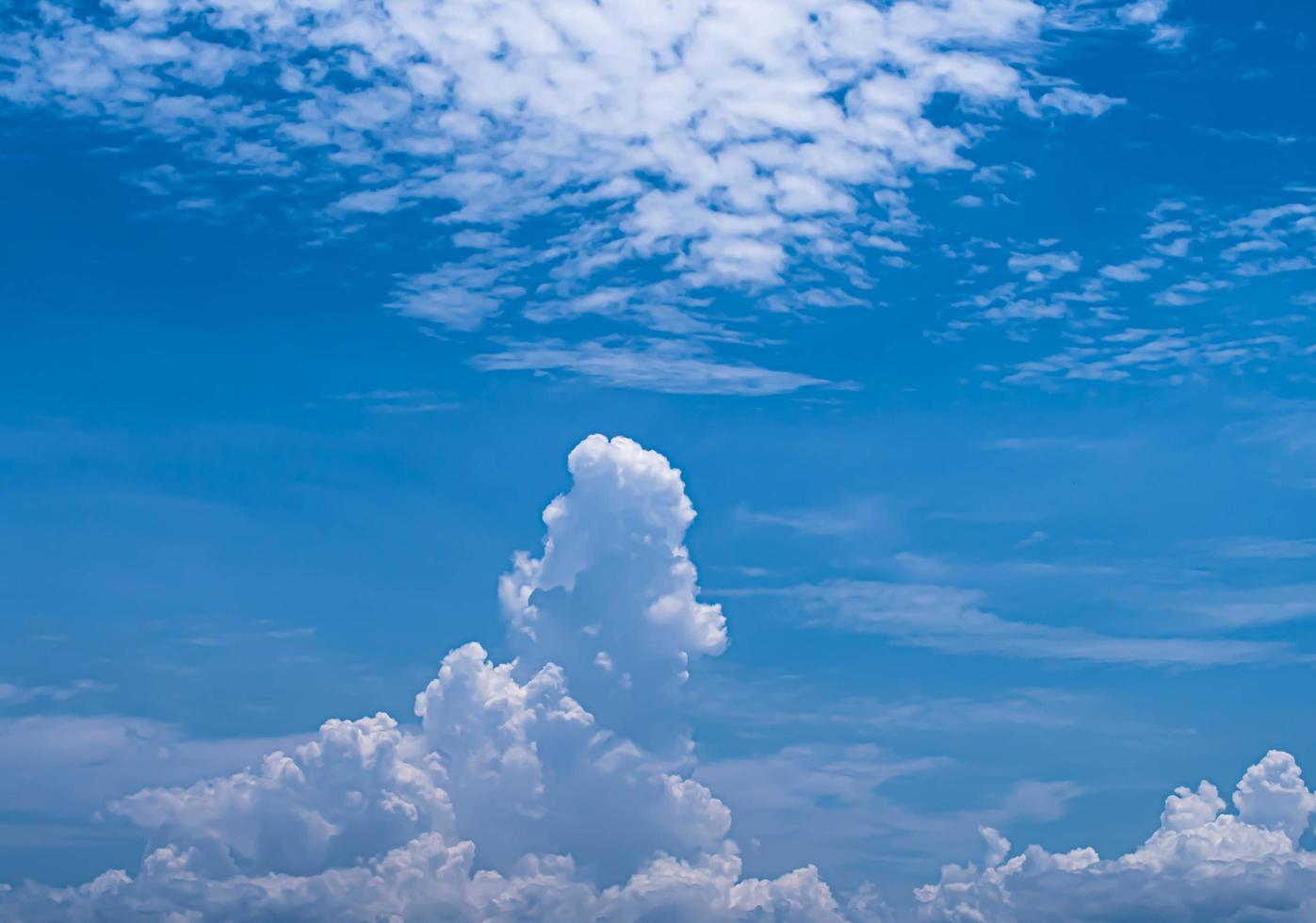 blauer Himmel weiße Wolken Himmel weiße Wolken foto