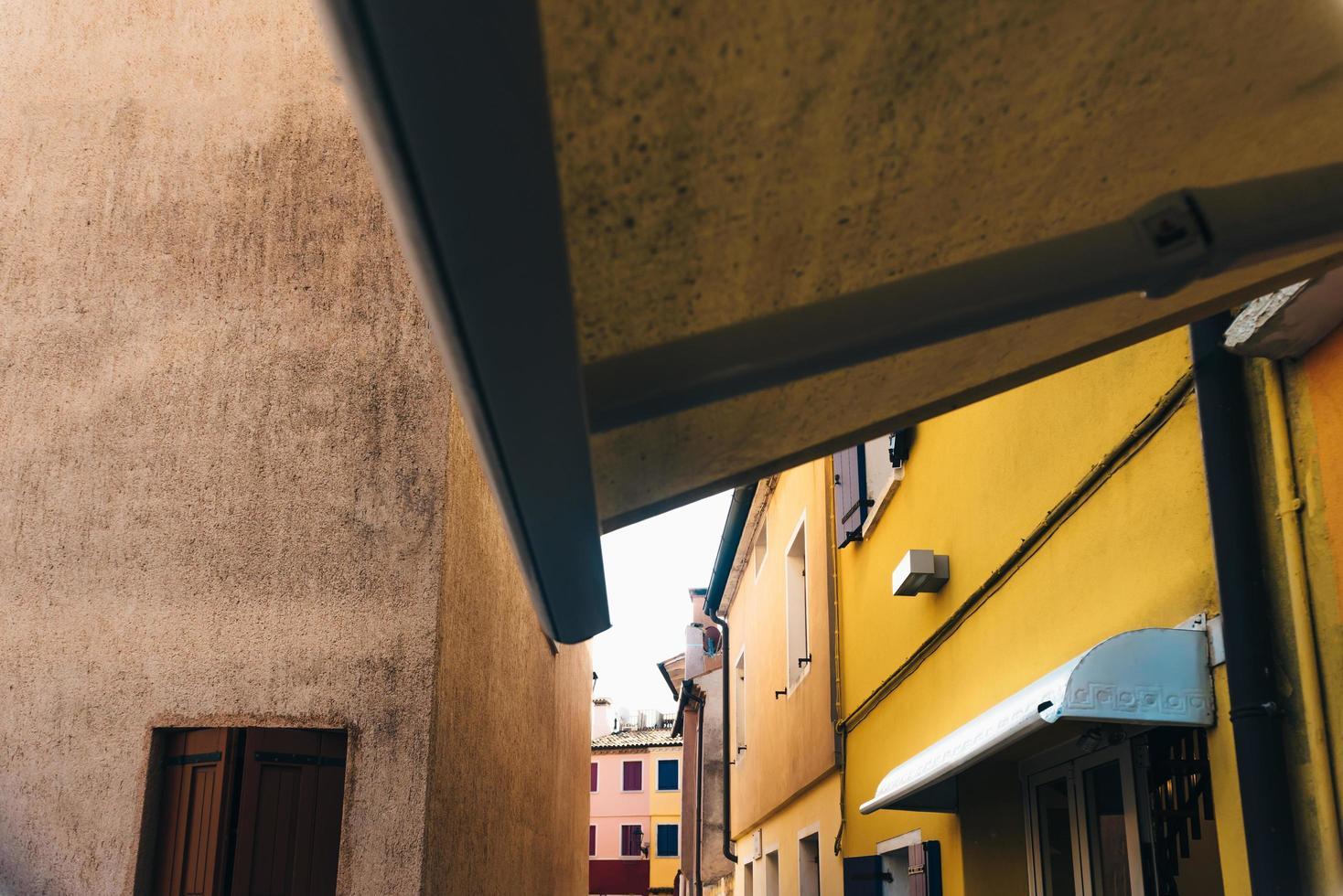 Touristenviertel der alten Provinzstadt Caorle in Italien foto