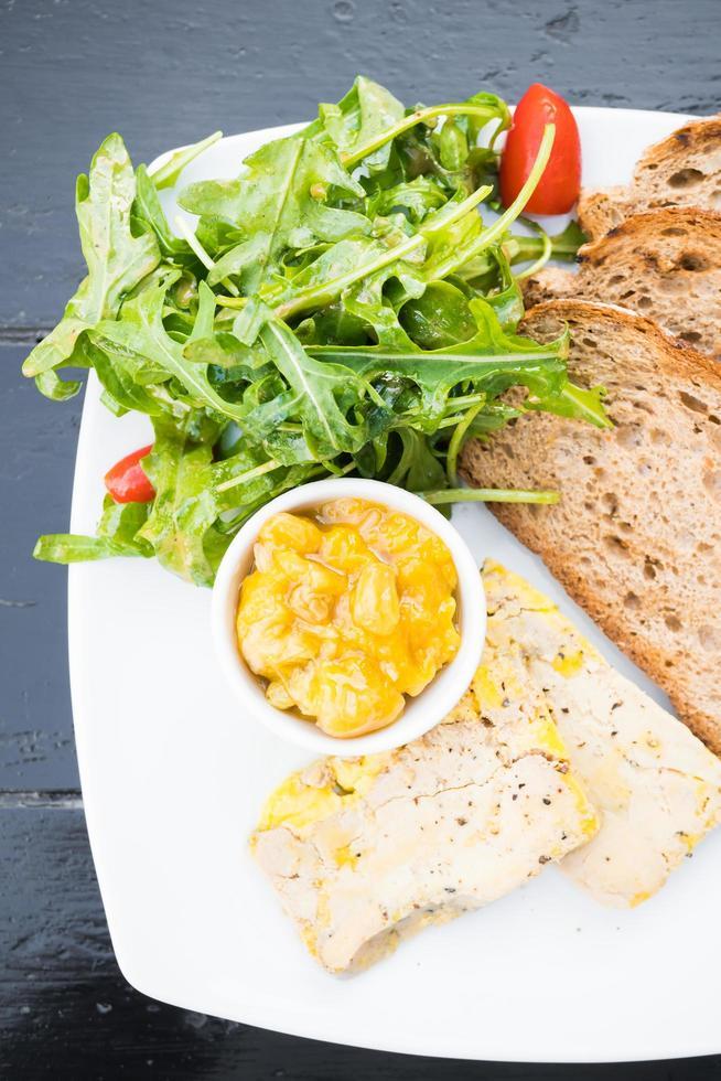Foie Gras mit Brot foto