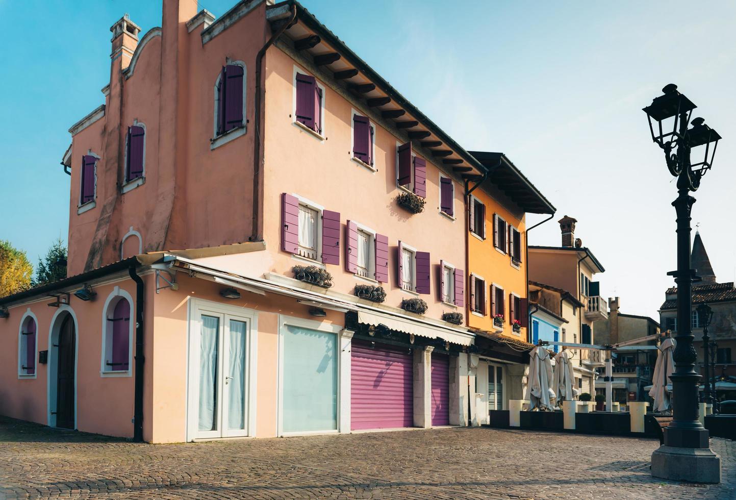 Caorle, Italien 2017 - Touristenviertel der alten Provinzstadt Caorle in Italien foto
