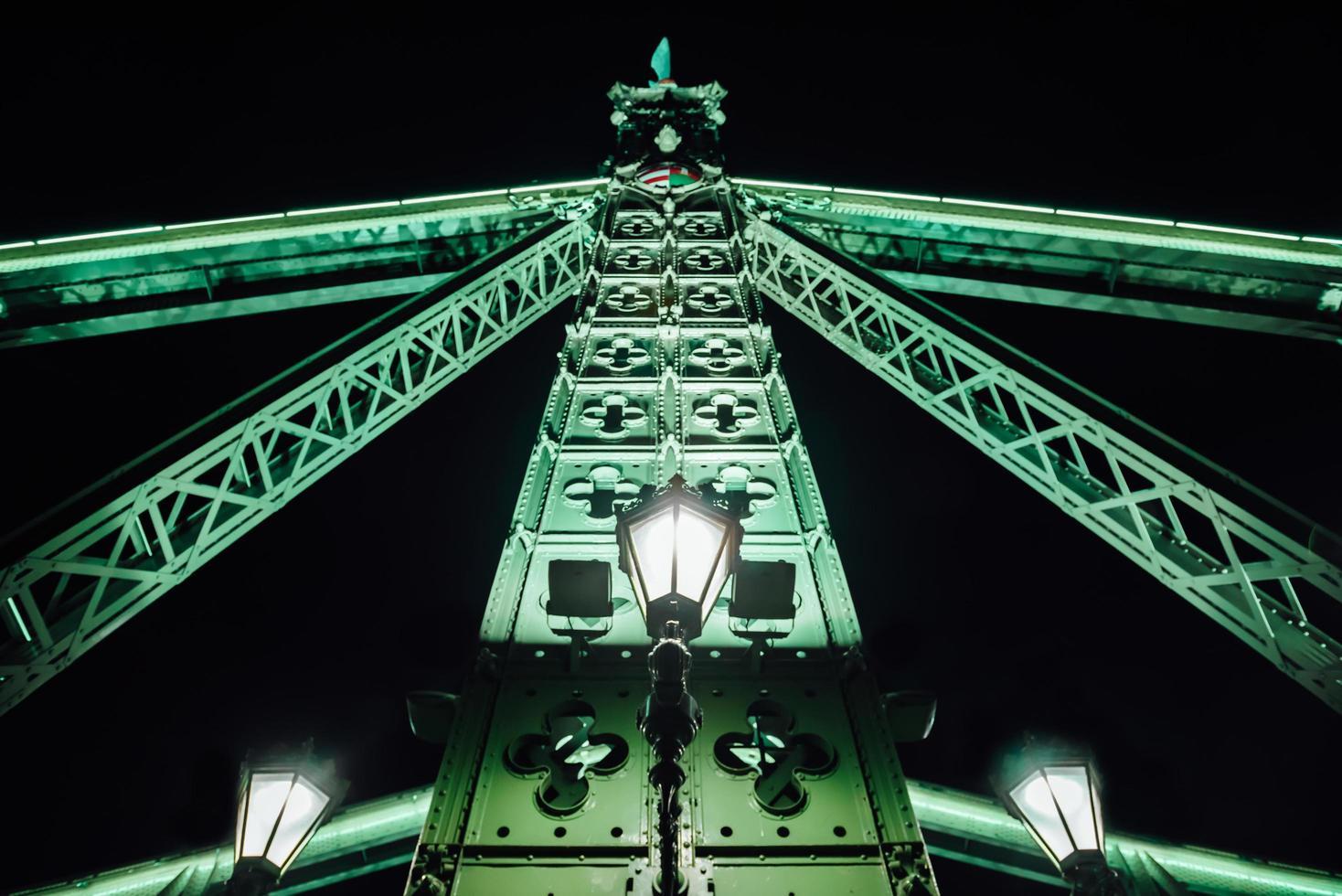 alte Eisenbrücke über die Donau in Budapest foto