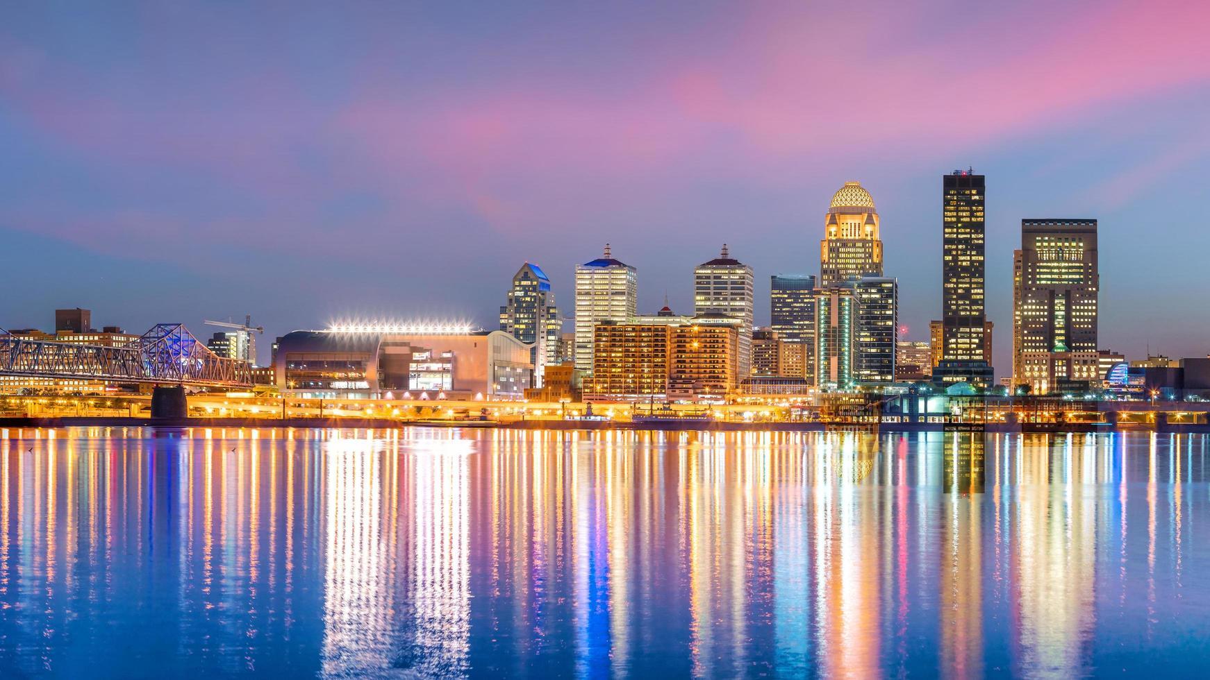 Blick auf die Skyline der Innenstadt von Louisville foto