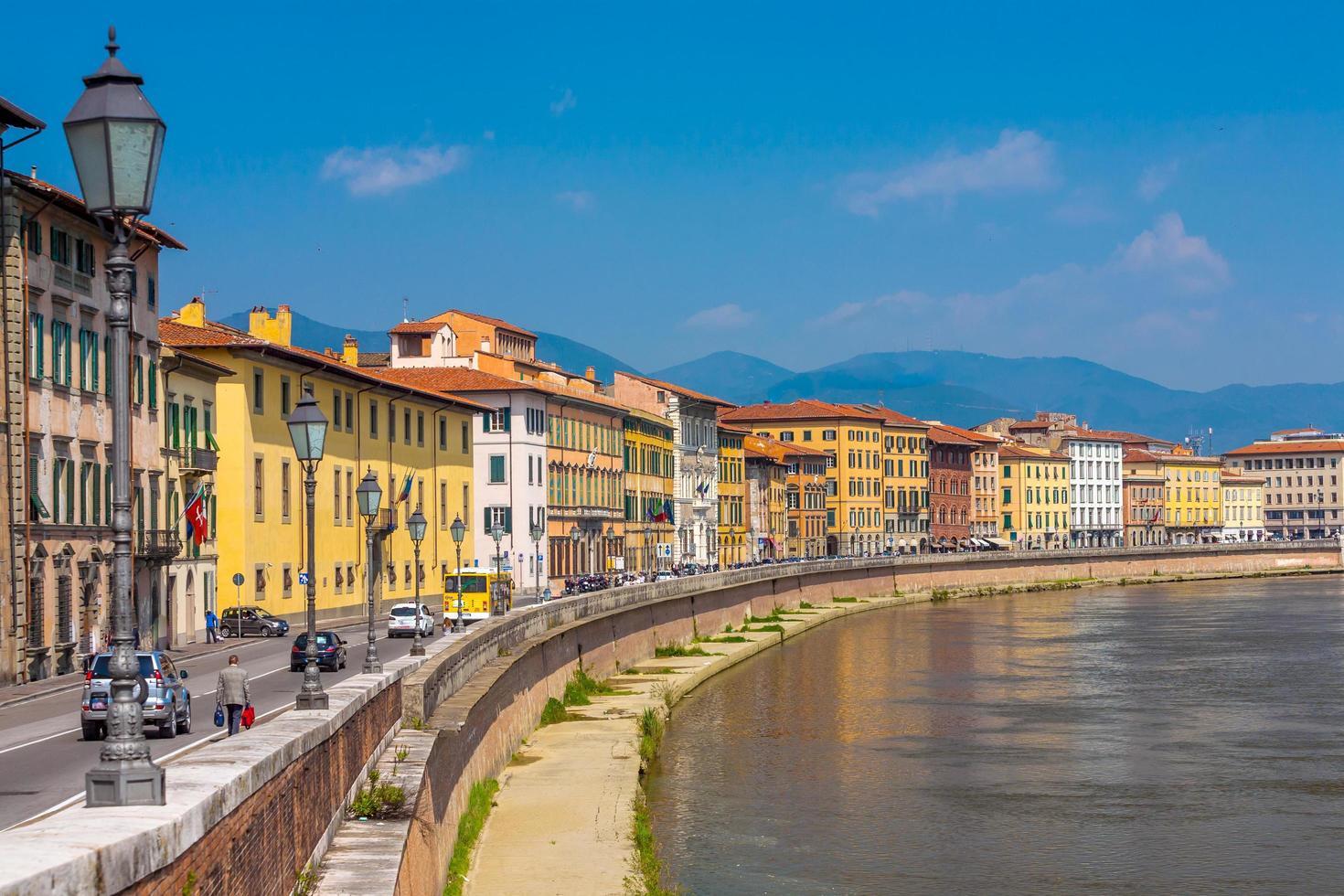 alte Architektur und Fluss Arno foto