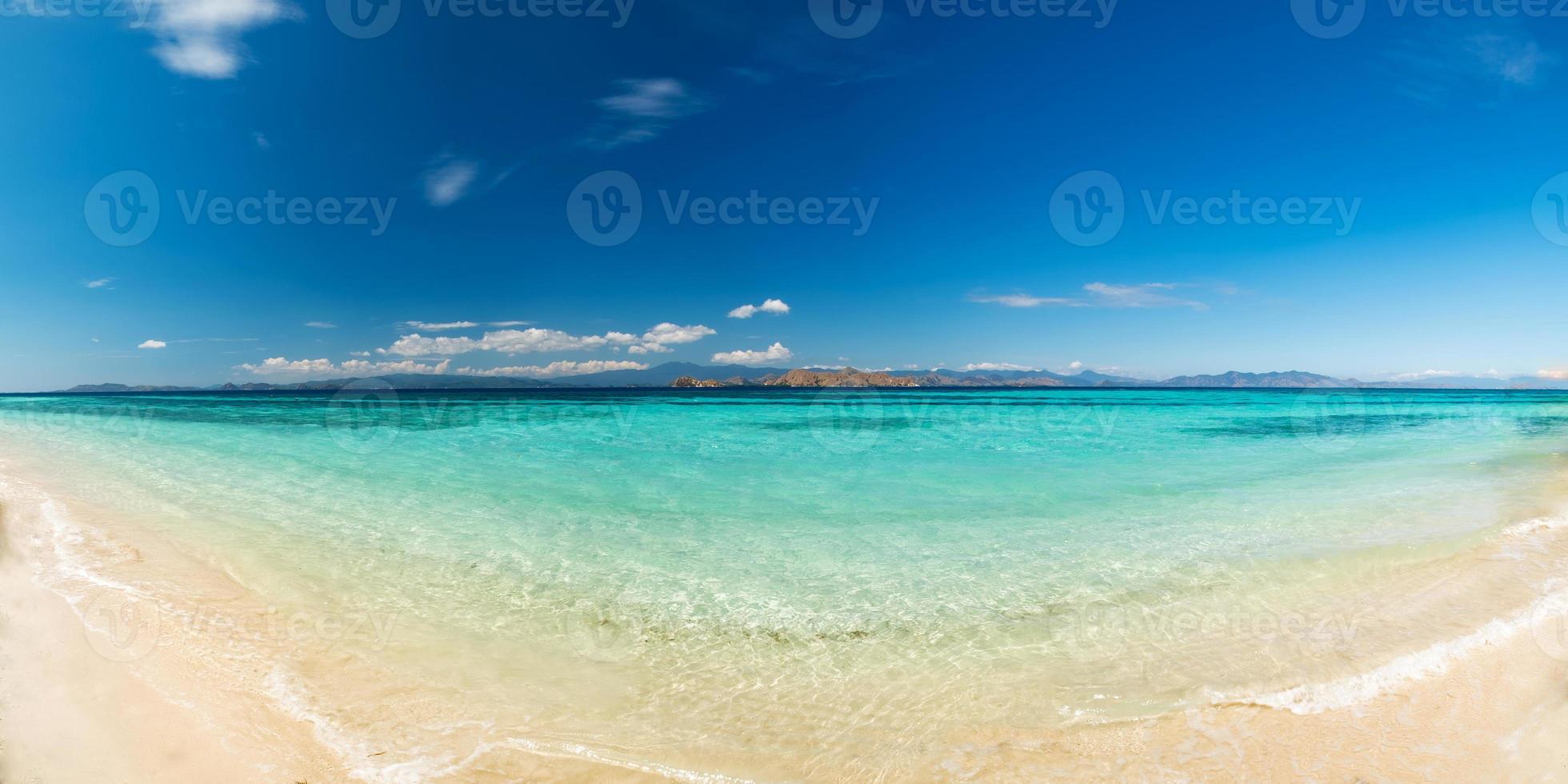 Blick auf schönen tropischen Strand foto