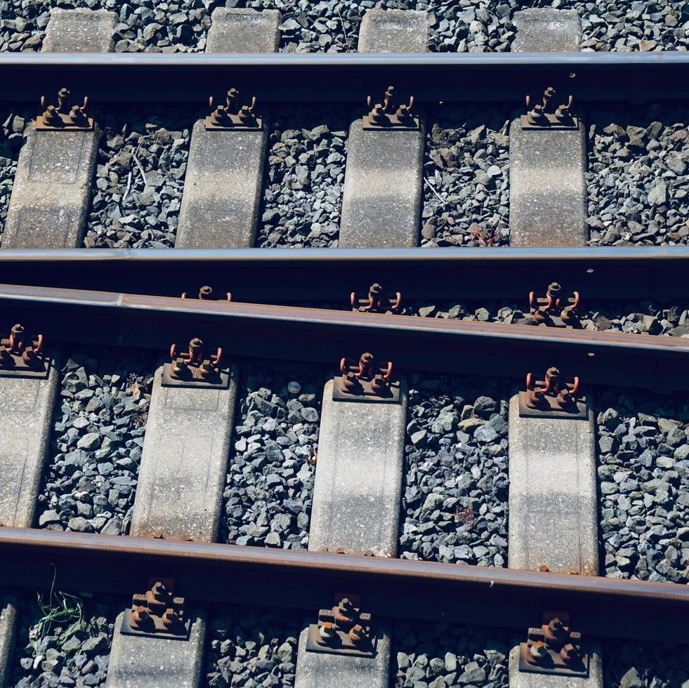 Eisenbahnschienen im Bahnhof foto