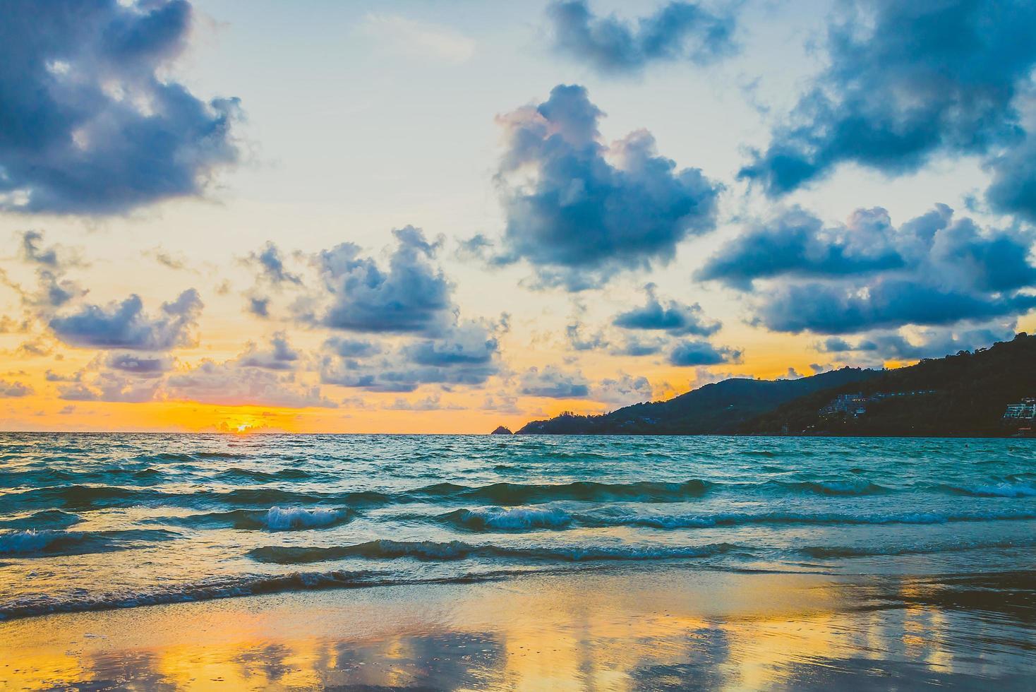 Sonnenuntergang am Strand foto
